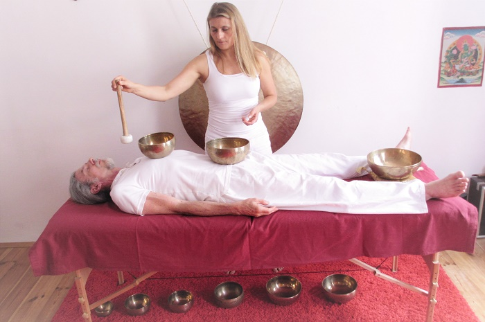Klangschalen-Massage-Mahadevi
